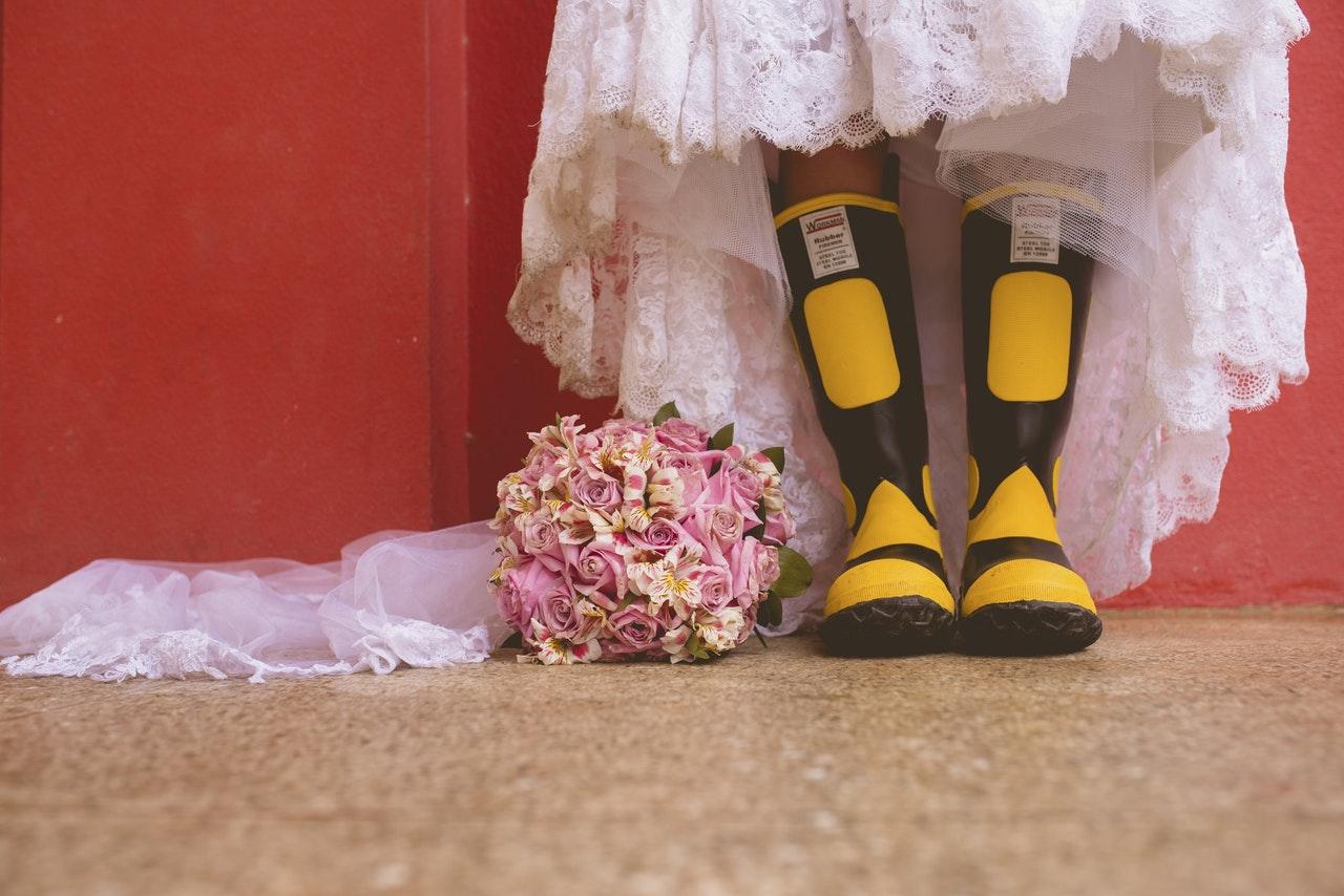 e5a39ab9678f Ovo nikako ne treba da obučete kad idete na svadbu