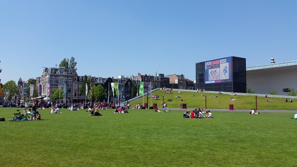 Park ispred muzeja Van Gog