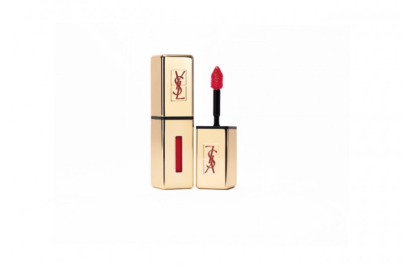 Rossetto-rosso-YSL-Rouge-Pur-Couture-Vernis-a-Levres-9-Rouge-Laque-800x533