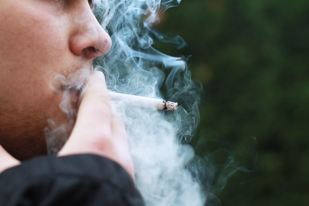 smoking-1026559_1280