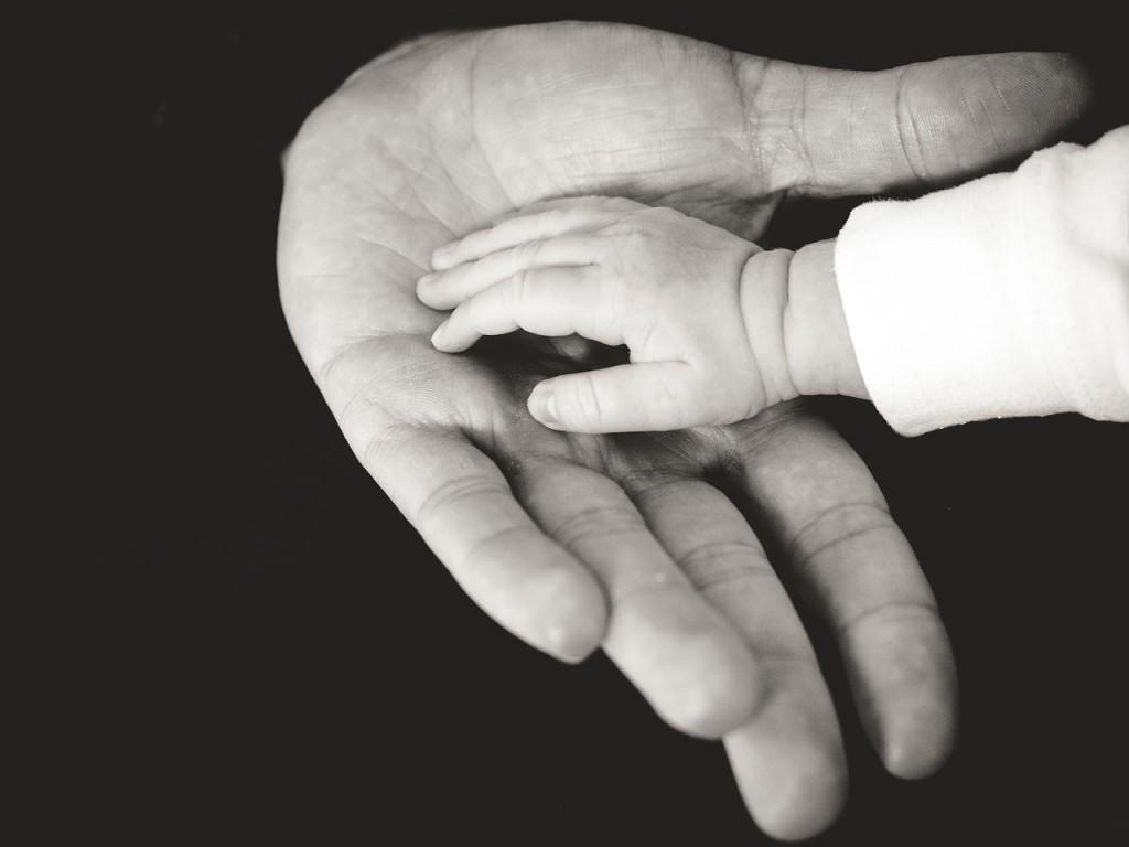 hands-918774_1280