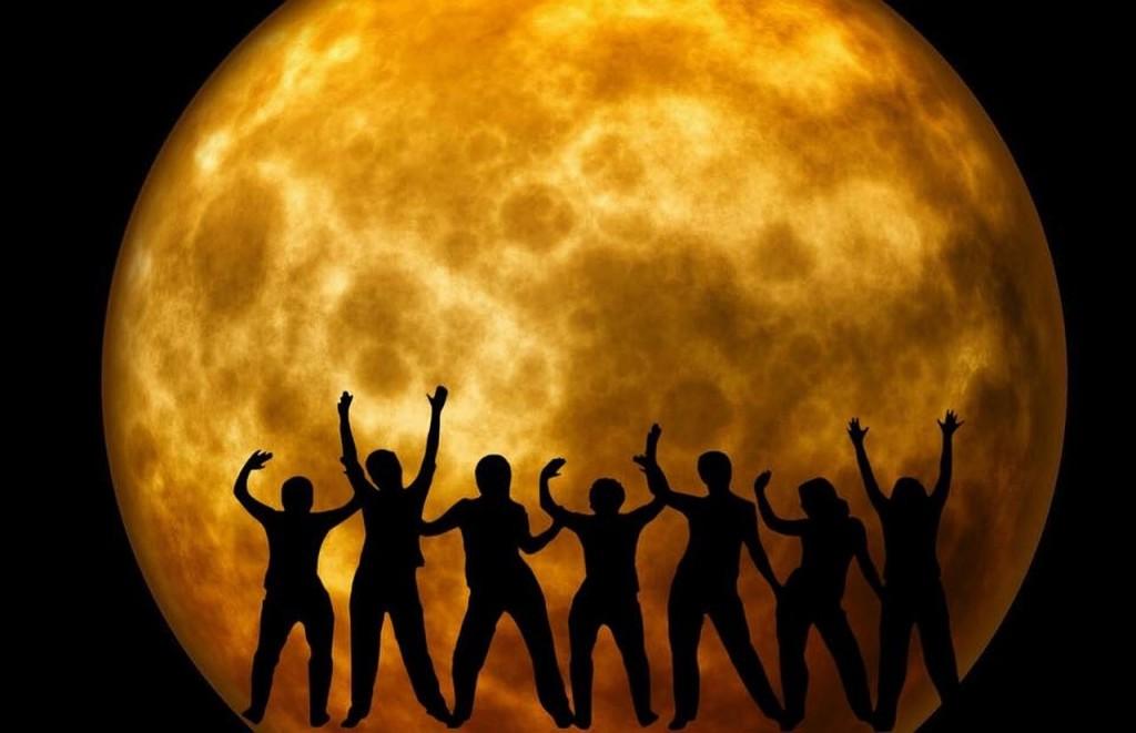 moon-969820_1280