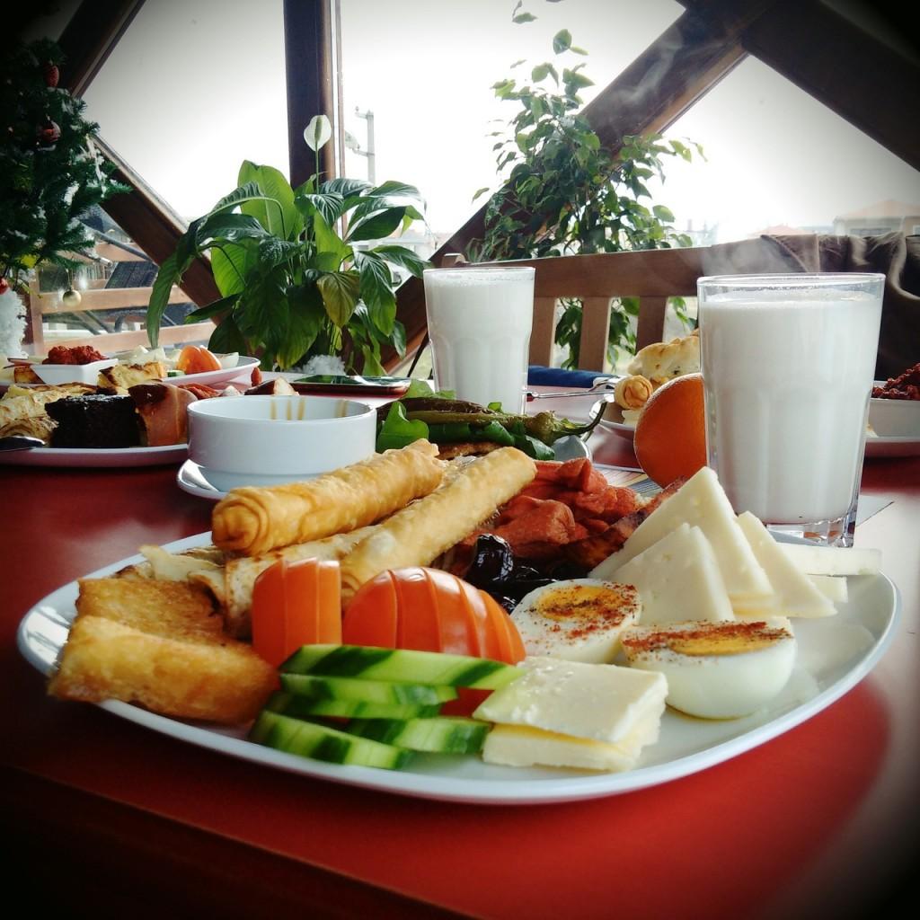 breakfast-1119612_1280
