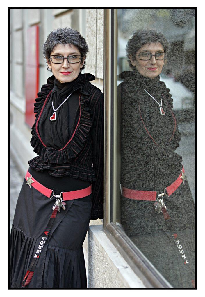 JASMINA SANADER KOSTIMOGRAF I MODNI DIZAJNER Beograd 3.12.2005. foto Željko Jovanovich