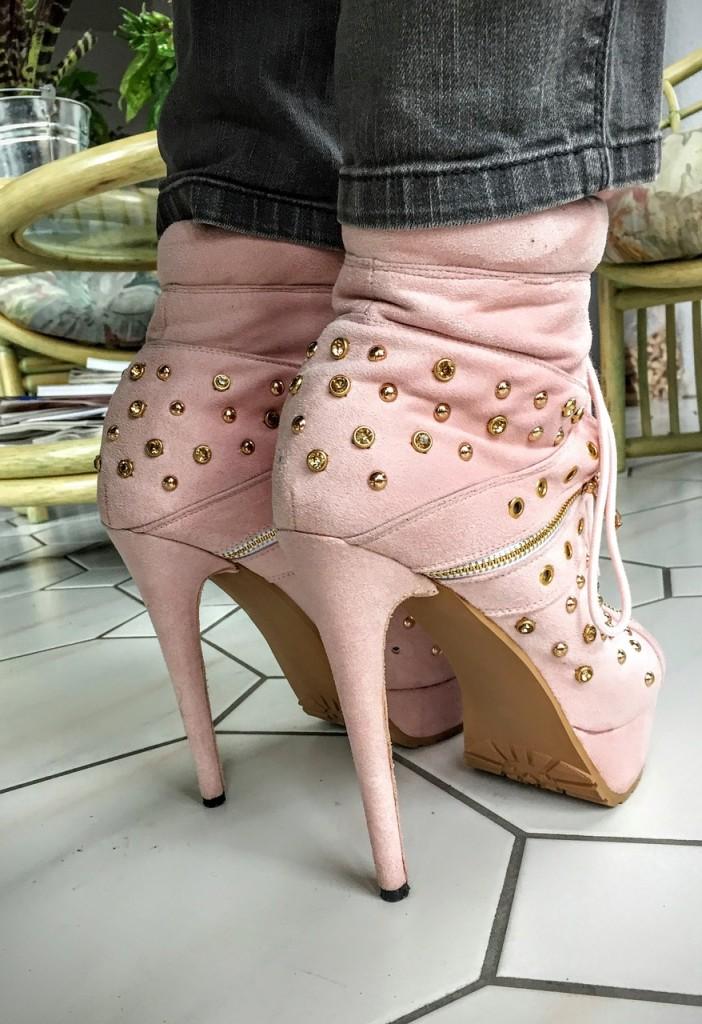 high-heels-1079167_1280
