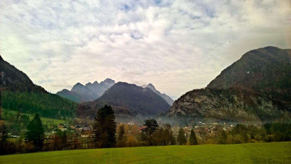 Kranjska Gora, a tu je i Triglav, u pozadini, desno, najviši vrh u Sloveniji Privatna arhiva