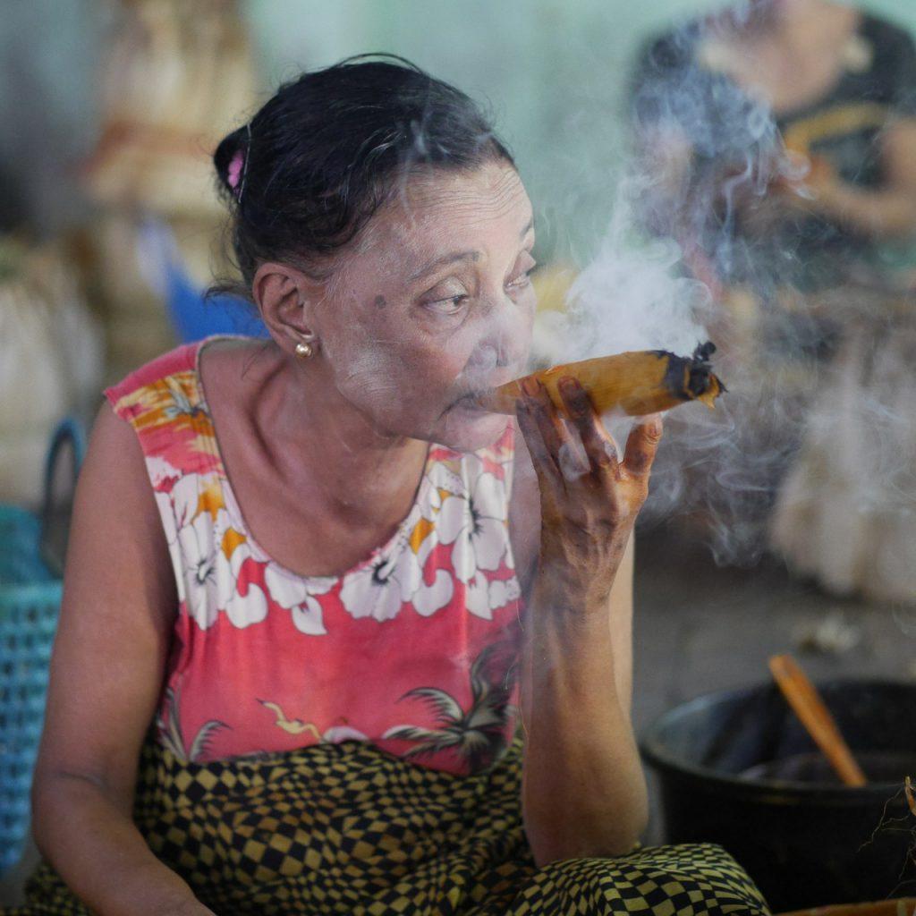 smoking-504528_1280