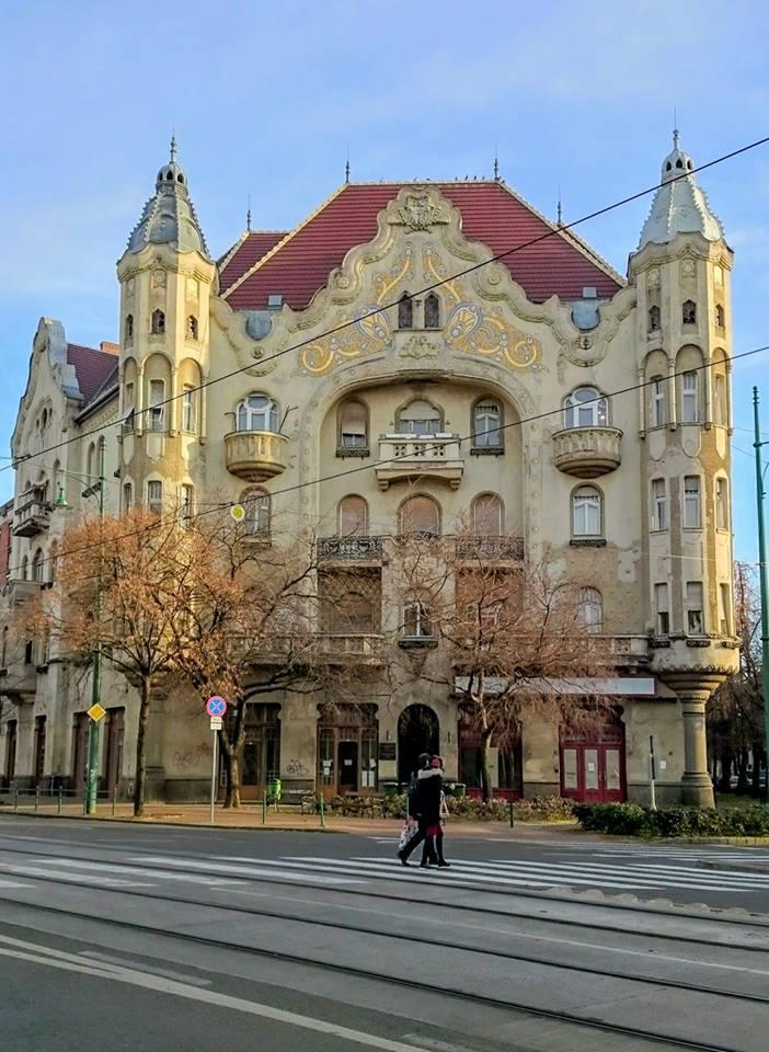 Sagrađena za samo 13 meseci po projektu Ferenca Rajhla Grof palata iz 1913.