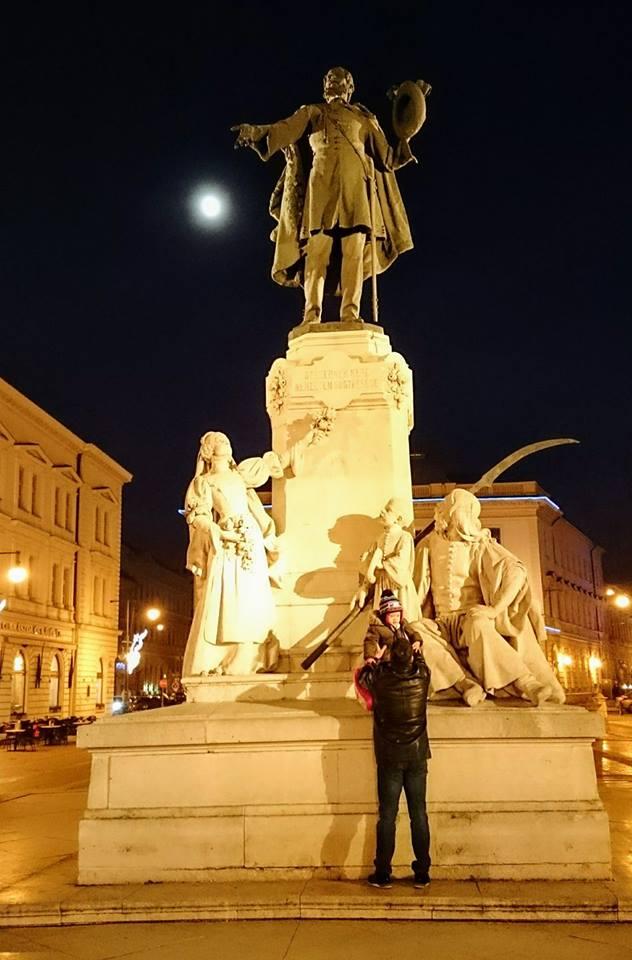 Lajoš Košut, jedini čovek koji je uznemirio mirni Segedin držeći govor koji je pokrenu revoluciju na balkonu dvadesetak metara udaljenom od njegove desne ruke.