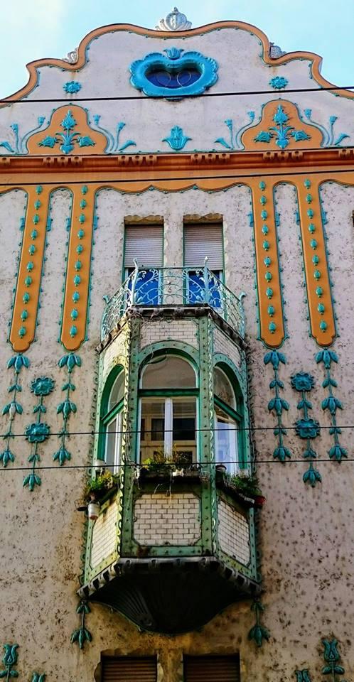 Nemačka palata Mihalja Erdeljija (projektant) za koju je 1900-1902, dekoraciju fasade i stepeništa uradio otac mađarske secesije Odon Lehner.
