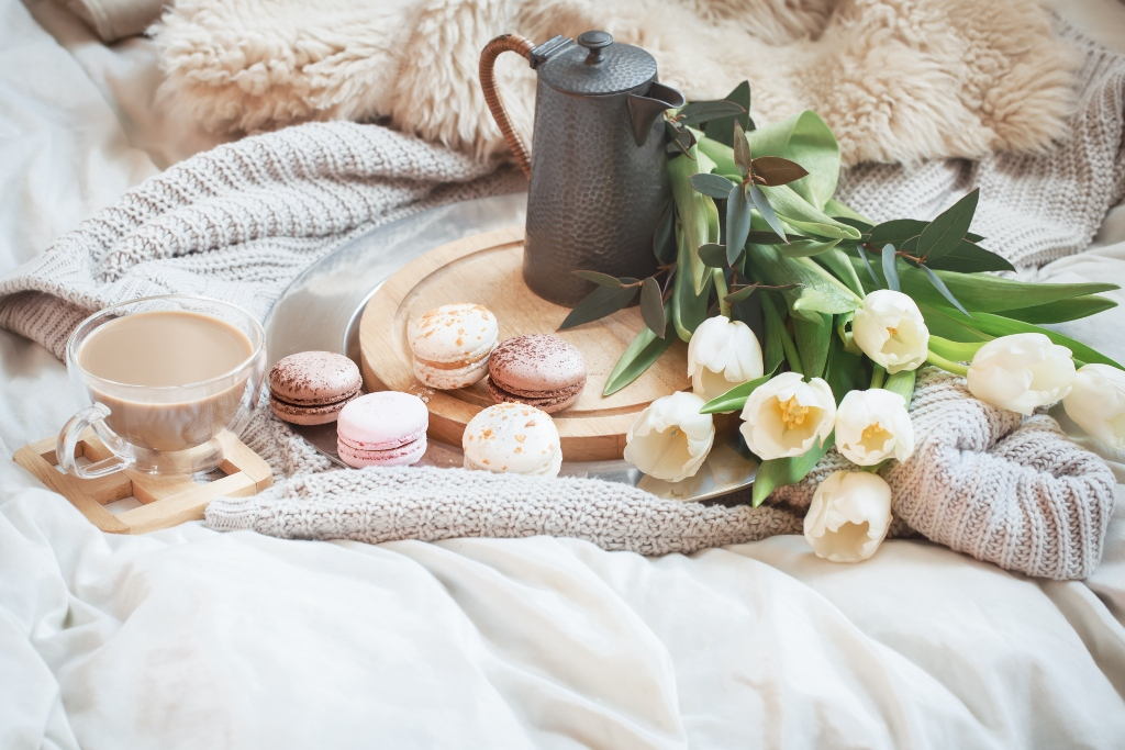 still-life-morning-breakfast-with-coffee-and-macaroon - Background photo created by pvproductions - www.freepik.com